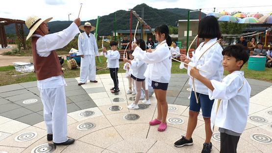 군위군 위천수변테마공원.jpg